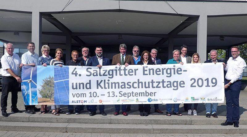 """Gruppenfoto zum Pressetermin der Stadt Salzgitter mit Projektpartner*innen der """"Energie- und Klimaschutztage 2019"""""""