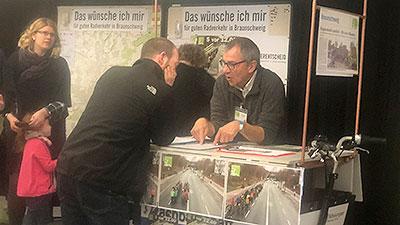 """Initiative """"Fahrradstadt Braunscheig"""" informierte am 24.02.2019 Messebesuchende in der VW-Halle"""
